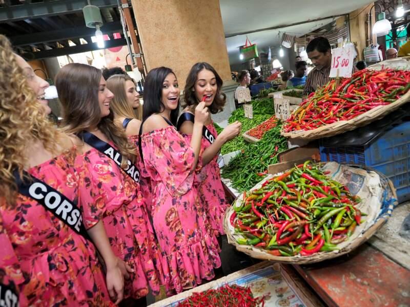 Les candidates visitent le marché de Port Louis