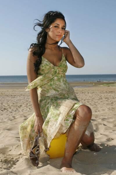 Seule sur le sable, les cheveux dans le vent... Cabourg, 2006