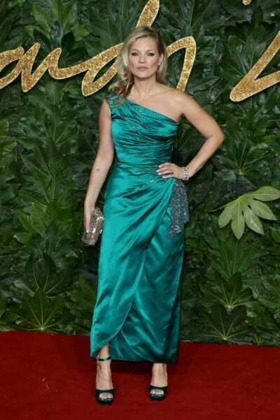 Heureusement, Kate Moss apportait une touche de couleur...
