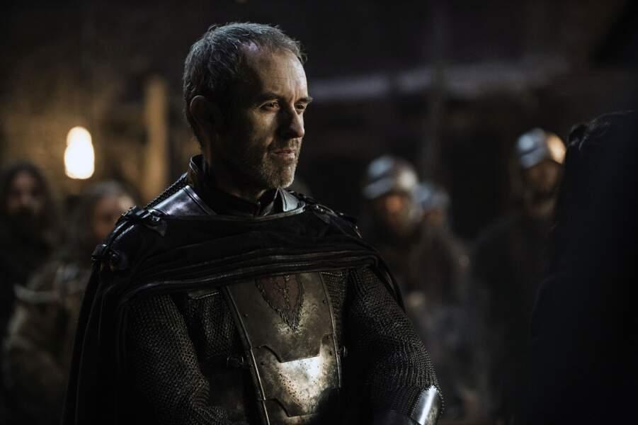 On découvre Stephen Dillane dans la peau de Stannis Baratheon, prétendant au Trône dès la saison 2