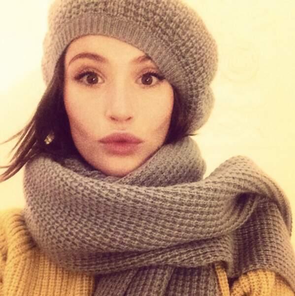 Bonnet de laine, grosse écharpe et... duckface