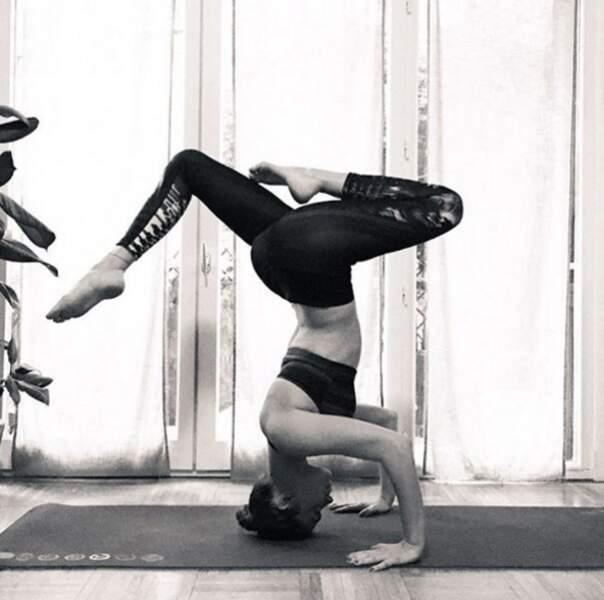 Et Clio Pajczer en pleine séance de yoga !