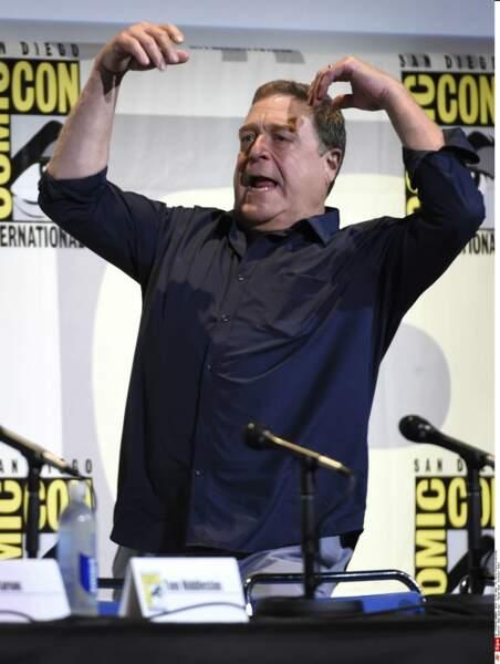 L'entrée fracassante de John Goodman qui tente d'imiter... le Kong !!!