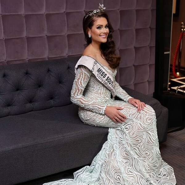 Fière, avec son écharpe de Miss Afrique du Sud