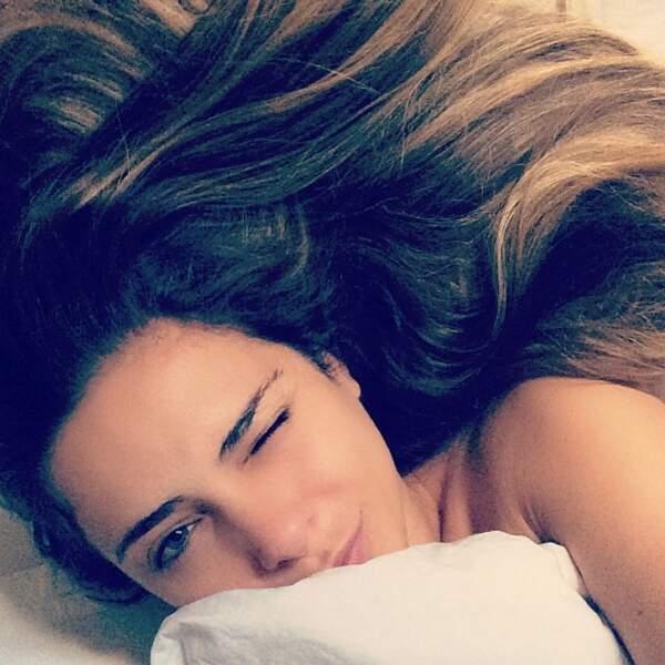 Clara fait aussi des selfies au réveil.