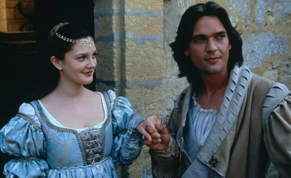 """Drew Barrymore et Dougray Scott dans """"A tout jamais : une histoire de Cendrillon"""" en 1998"""