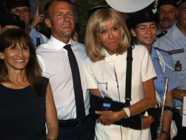 Brigitte et Emmanuel Macron : selfies et bain de foule malgré la blessure de la Première dame