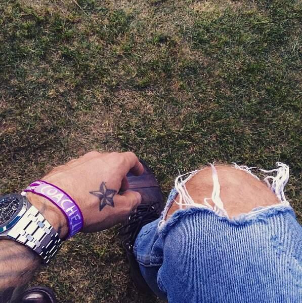 Bracelet et jean troué, M. Pokora est prêt pour Coachella
