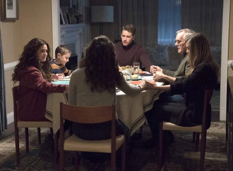 La famille Stone, autour du grand-père, reste unie dans l'épreuve