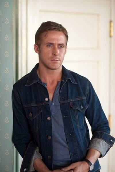 Ryan Gosling (encore !) dans Drive. Sympa le chemise en jean !