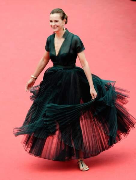 Carole Bouquet, dans une robe ultra originale...