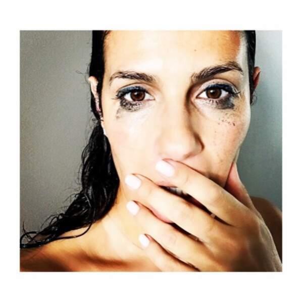 Et Elisa Tovati a oublié de se démaquiller avant de filer sous la douche.