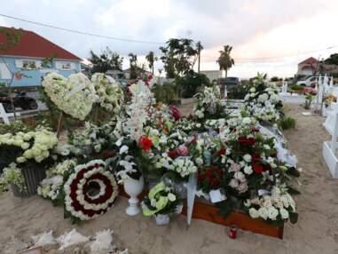 Johnny Hallyday à Saint-Barthélémy : sa tombe déjà très fleurie, les premiers fans se recueillent