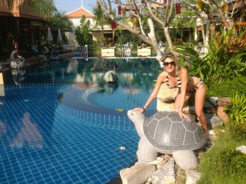 Mais Eve Angeli n'a pas dit son dernier mot et pose en maillot en Thaïlande