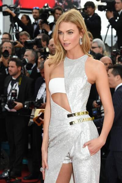 Karlie Kloss rayonne pour la première montée des marches du Festival de Cannes 2015