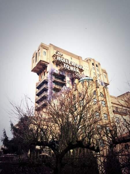 Mmm... l'hôtel de Violetta a l'air assez minable non ? Etrange...