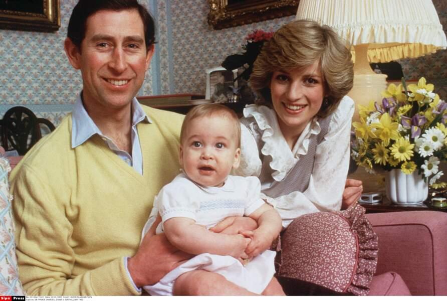 En 1983, le prince Charles et Diana posent avec William âgé de 8 mois, il est né le 21 juin 1982