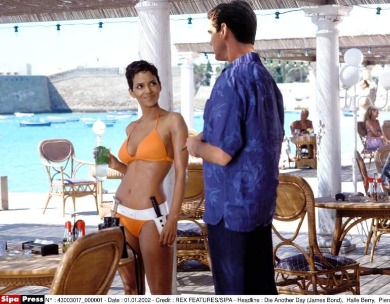 Meurs un autre jour (2002) : Halle Berry charme Pierce Brosnan