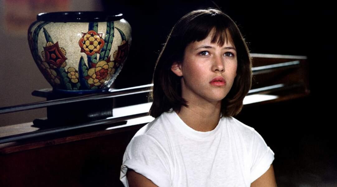 En 1980, la toute jeune Sophie Marceau, 13 ans, décroche le rôle de Vic dans le film de Claude Pinoteau