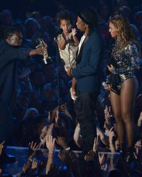 Elle a fait monter sur scène Jay Z et la petite Blue Ivy (pratique pour faire oublier les rumeurs de divorce...)