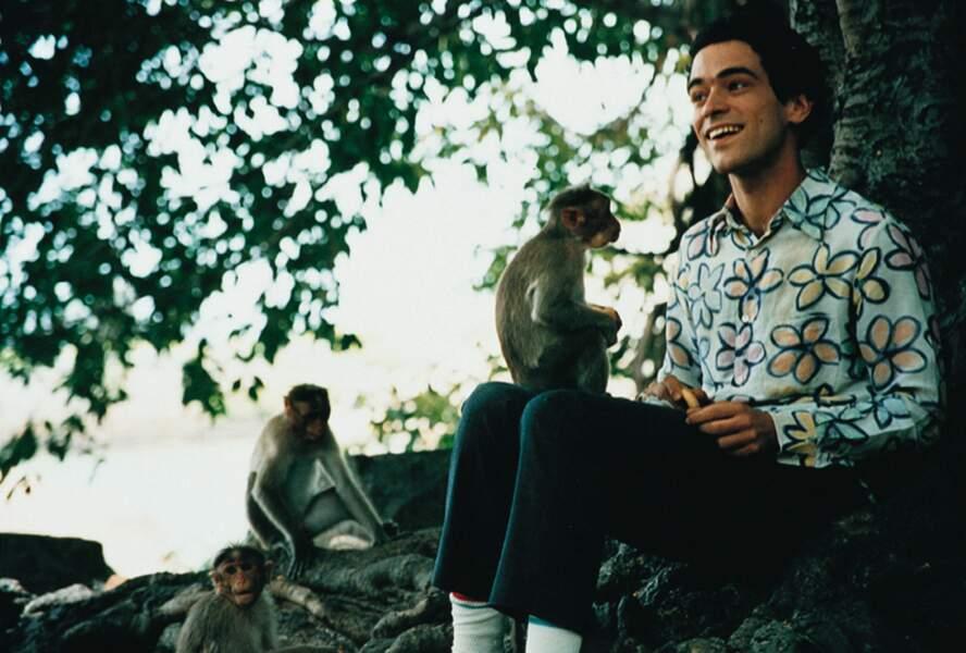 Being Light (2001) : on vous laisse apprécier la chemise à fleurs de Romain dans cette comédie de Jean-Marc Barr