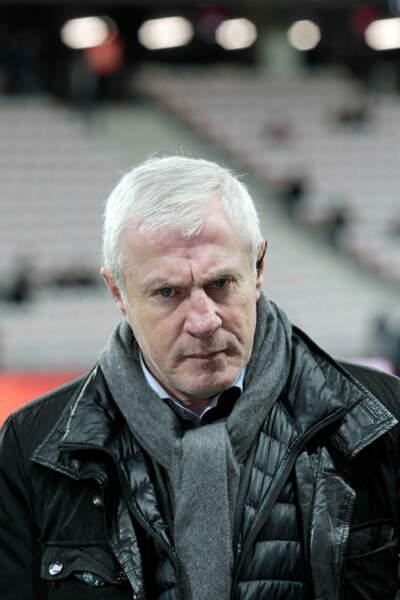 Après avoir entraîné le PSG, l'Athletic Bilbao ou encore le Bétis Séville, il roule aujourd'hui pour la Guinée