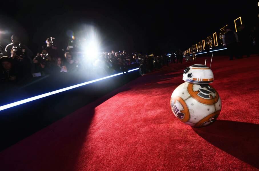 BB-8, la vraie star du film, les photographes n'en avaient que pour lui !
