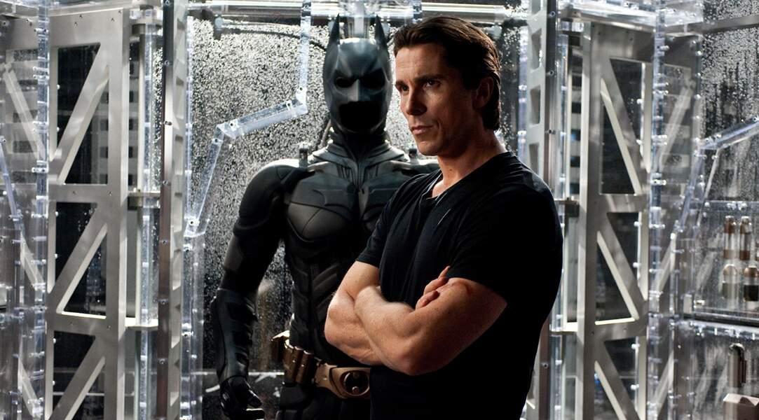 Entre 2005 et 2012, il est Batman, l'homme chauve-souris, devant l'objectif de Christopher Nolan