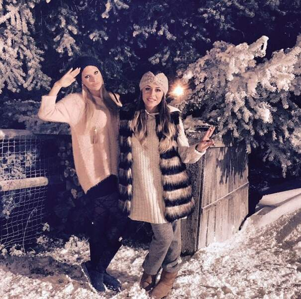 Sympa la cliché dans la neige d'Amélie Neten et sa copine Anaïs Camizuli !