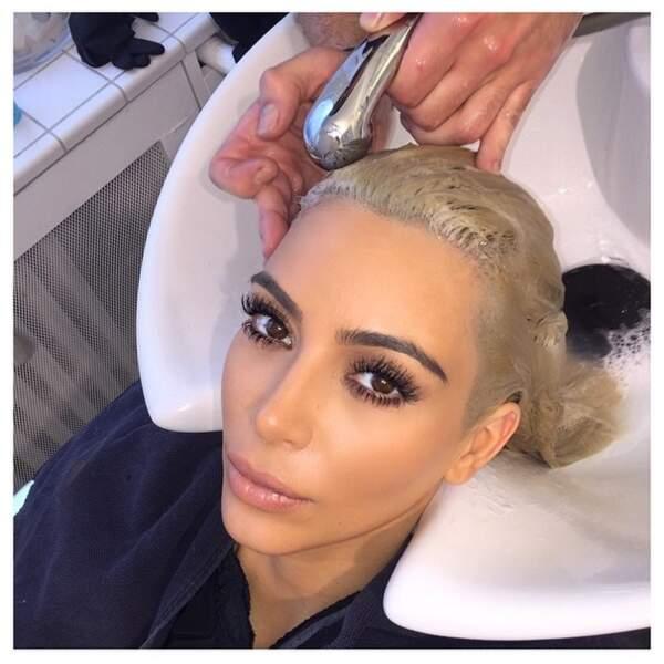Evidemment, elle a fait un petit arrêt chez le coiffeur pour arranger sa couleur
