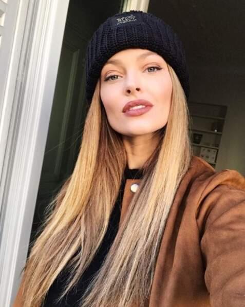 Caroline Receveur a désormais les cheveux super longs et blonds. Vous aimez ?
