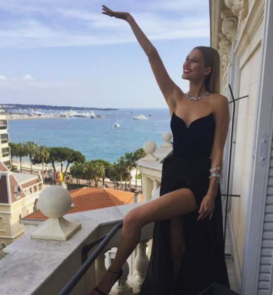 Toni Garnn aussi adore poser sur son balcon !