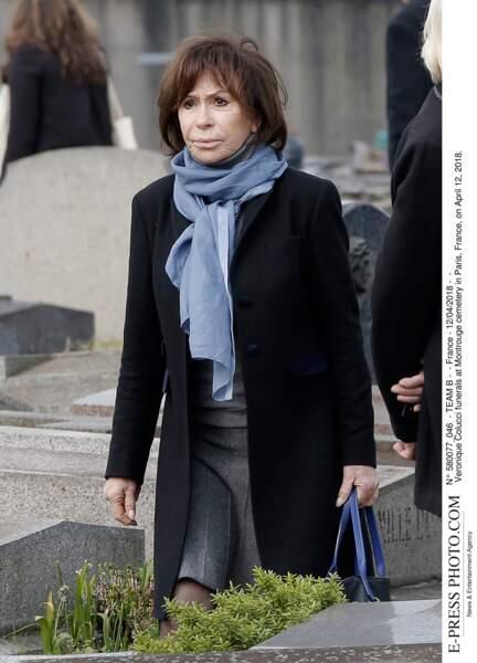 Danièle Évenou aux obsèques de Véronique Colucci au cimetière de Montrouge