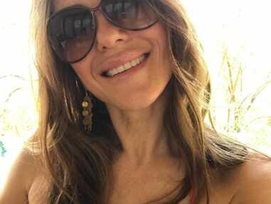 Elizabeth Hurley dévoile ses bikinis, sa tenue préférée sur Instagram