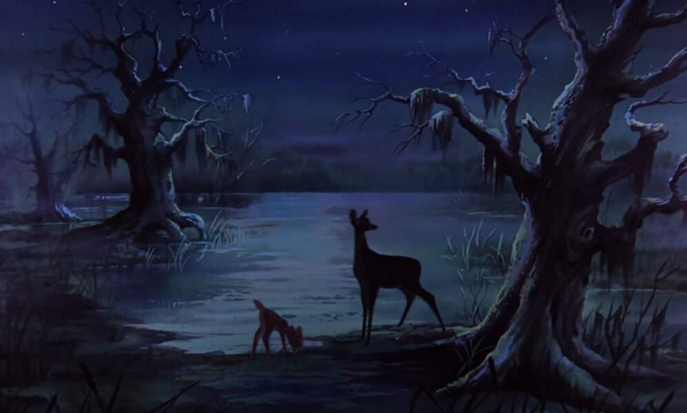 Bambi et sa mère s'invitent dans Bernard et Bianca au cours d'une scène nocturne pleine de mélancolie.