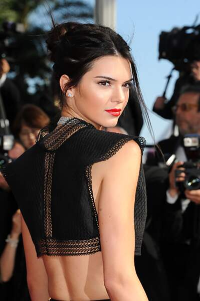 """Kendall Jenner monte les marches pour """"Youth"""" lors du Festival de Cannes 2015"""