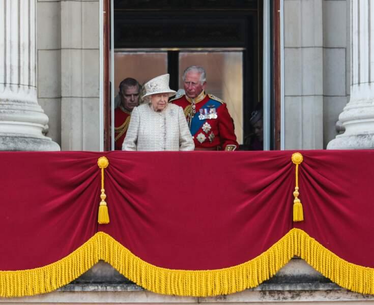 La Reine Elisabeth II au balcon de Buckingham avec son fils, le prince Charles