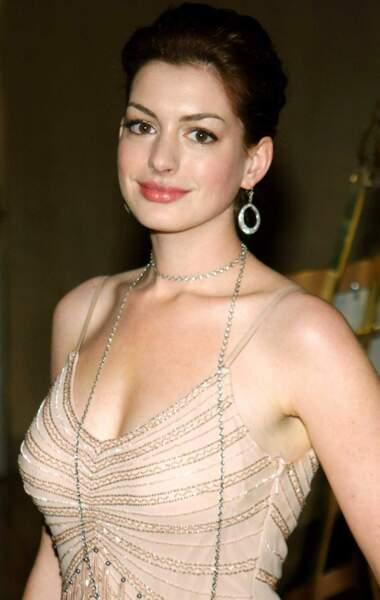 Voici Anne Hathaway en 2004 (21 ans)