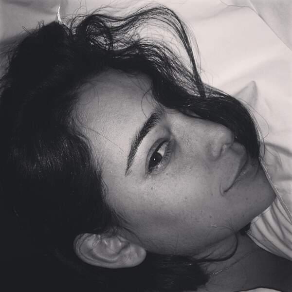 Même au réveil, elle est toujours aussi jolie.