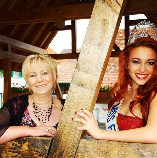 What ?! Maman Wespiser est blonde ?! Les gars, c'est affreux mais en vérité, Delphine n'a pas les cheveux rouges...
