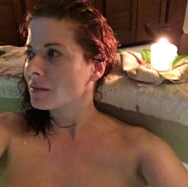... et dans la baignoire de Debra Messing.