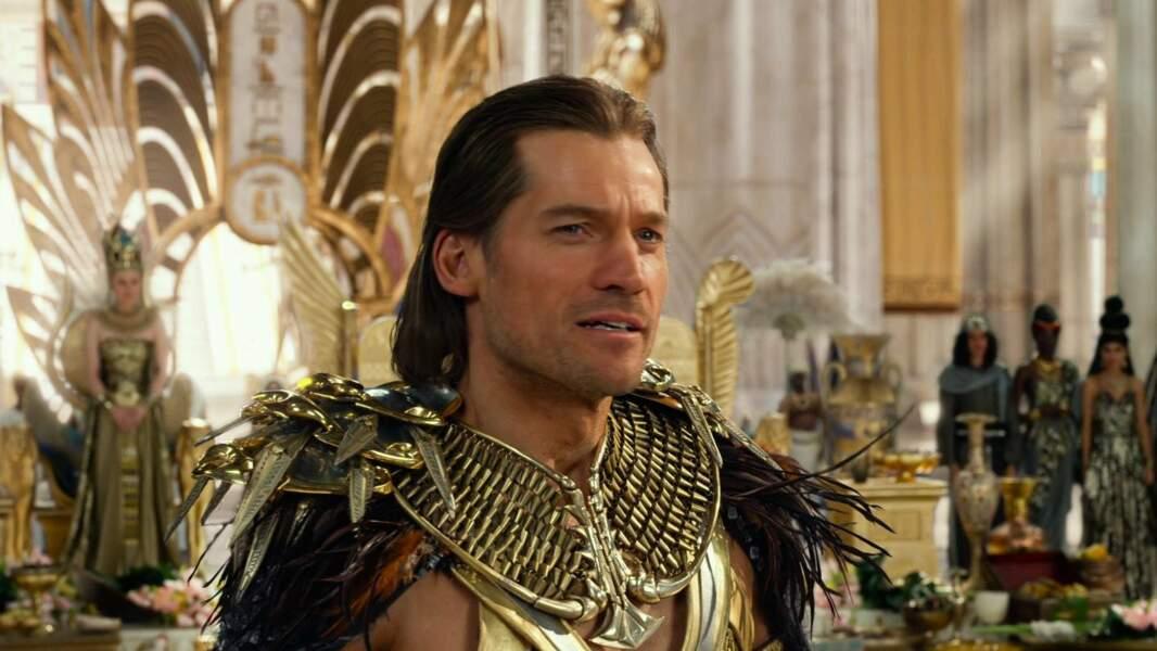 Il en portait aussi une dans Gods of Egypt.