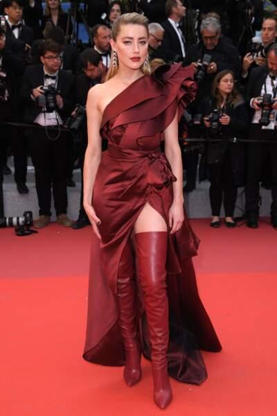Amber Heard fière de ses cuissardes