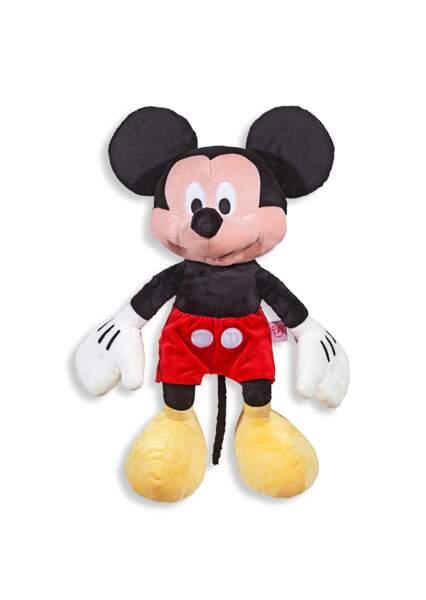 Pour les fans de Mickey, la peluche de la célèbre souris est un indispensable !