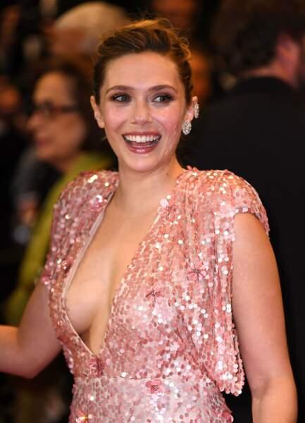Plus sexy que son décolleté ? Le sourire d'Elizabeth Olsen !