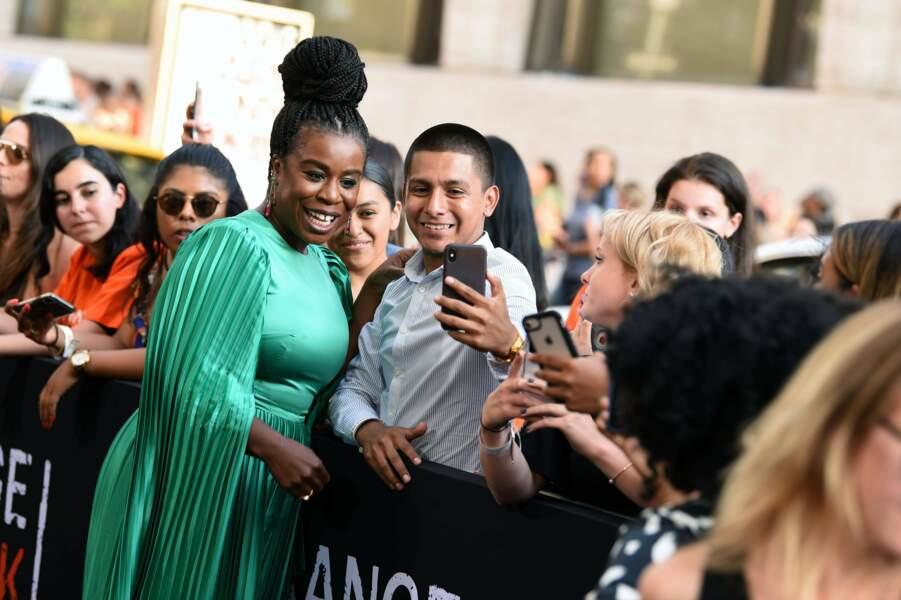 Très belle dans sa robe verte, l'actrice fait l'unanimité chez les fans !
