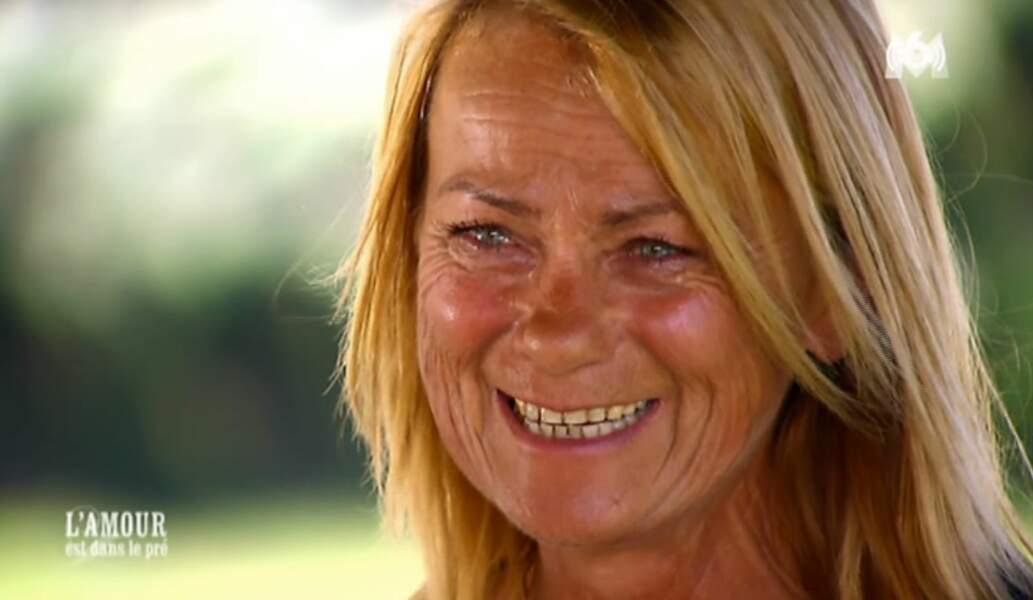 Françoise, la monitrice d'équitation de 52 ans, est très fière de sa nouvelle élève.