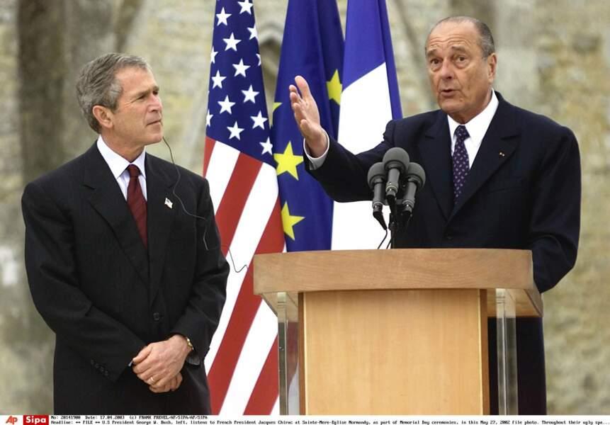 George Bush, avant de refuser de déclarer la guerre à l'Irak. Bush lui en voudra longtemps