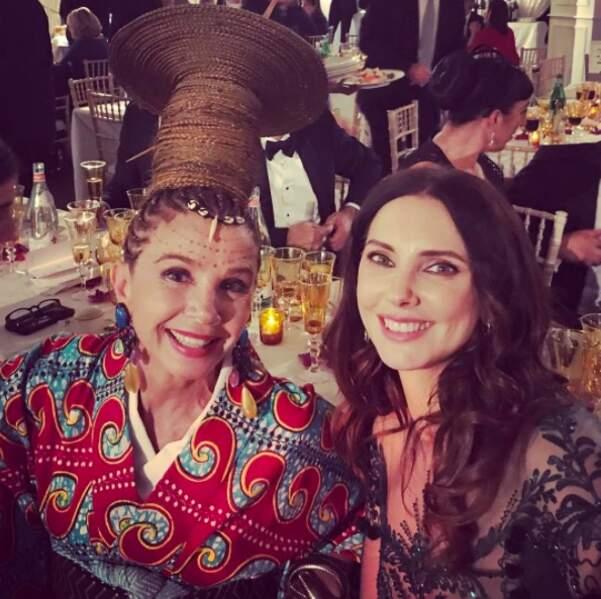 Frédérique Bel n'a pas pu s'empêcher de prendre un selfie avec Victoria Abril