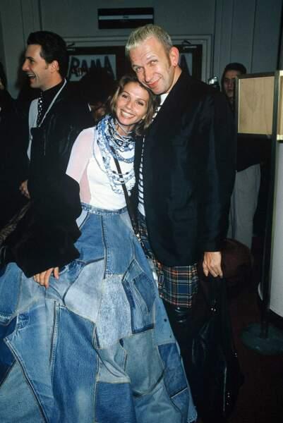 En 1994, Victoria Abril a fait fureur à la première du film Kika à Paris dans sa robe composée de carrés de jeans
